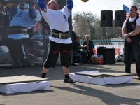 strongman-201200144